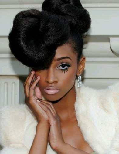 Photo de coiffure sur cheveux afro réalisée par un professionnel, dur à faire même avec des tutoriels pour cheveux afro