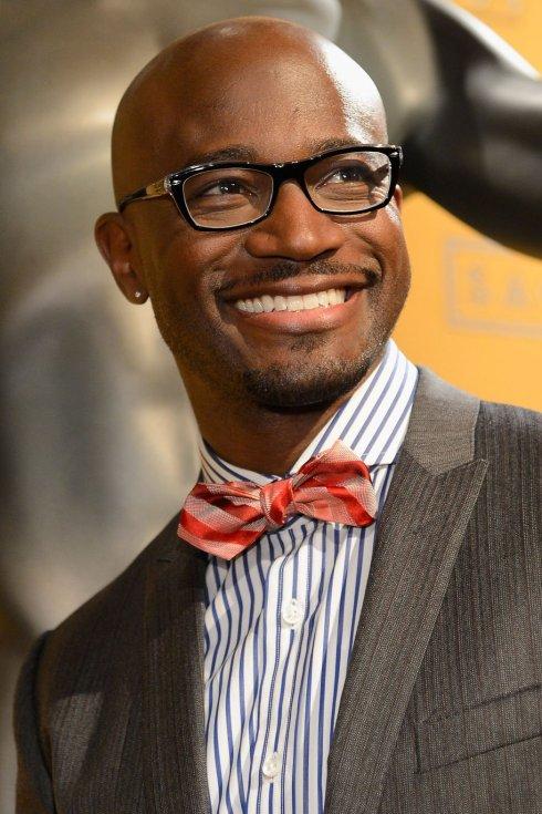 Photo de l'acteur noir américain Taye Diggs avec la boule à zéro